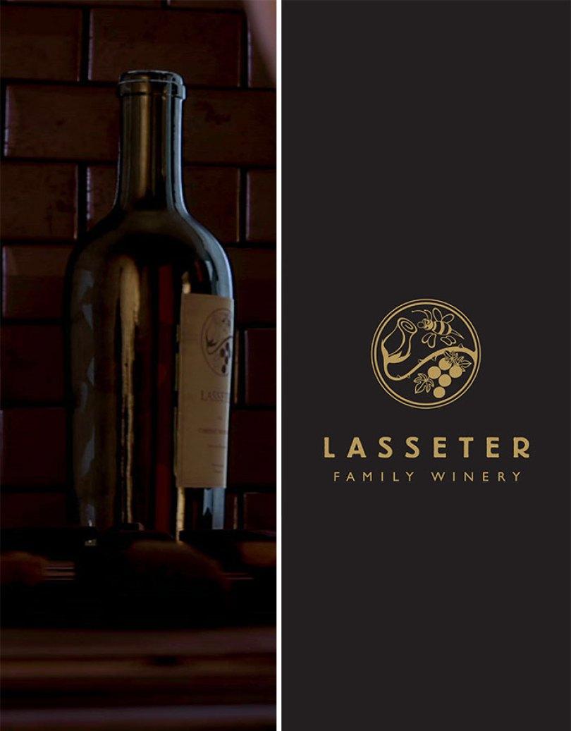 """Há Uma Garrafa De Vinho Lasseter. John Lasseter é dono de uma vinícola na vida real. A garrafa ainda tem o logotipo """"Lasseter Family Winery"""""""