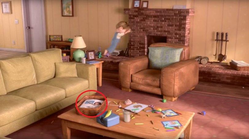 Uma revista na sala de estar de Riley apresenta Colette de Ratatouille na capa