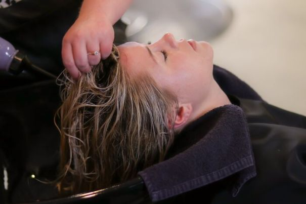 Hairdressers-Share-Things-Customers-Shouldnt-Do-During-Haircut