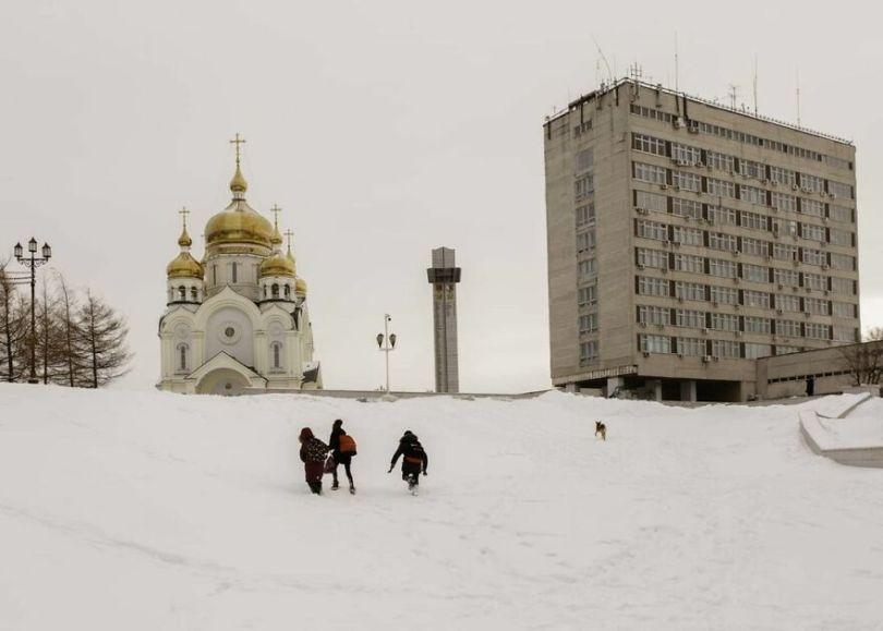 Photographer Alexey Vasiliev shows the daily life of Russias coldest region 60375581a7f7a  880 - Qual a menor temperatura já registrada na Terra?
