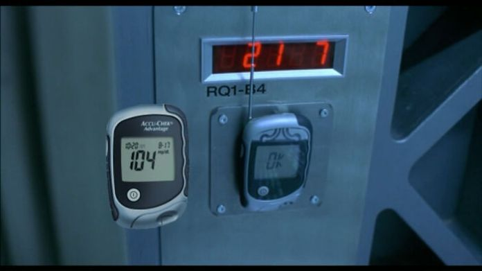 Этот передатчик, который взламывает коды доступа в Resident Evil (2002), представляет собой глюкометр с антенной