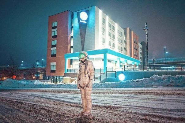 Photographer Uses NYC As A Backdrop For Her Astronaut Character And The Results Are Eerily Dystopian
