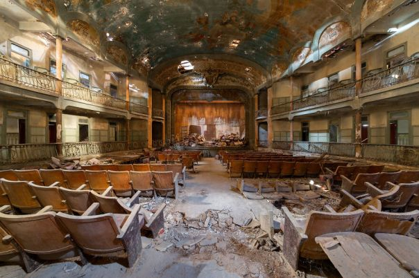 Atlantis Theater, Italy