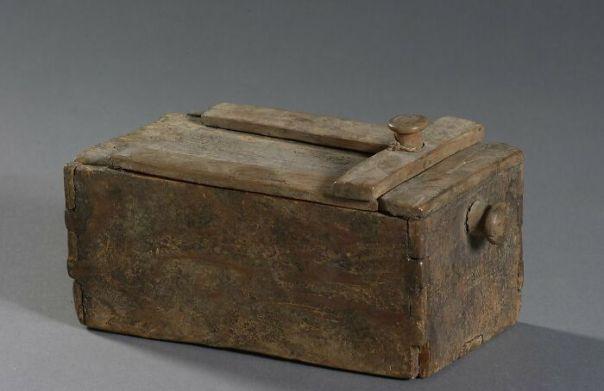 Rectangular Chest; Zippered Lid Cabinet, Hatchepsout; Thutmosis III (Excavation Context) (-1479 - -1425)