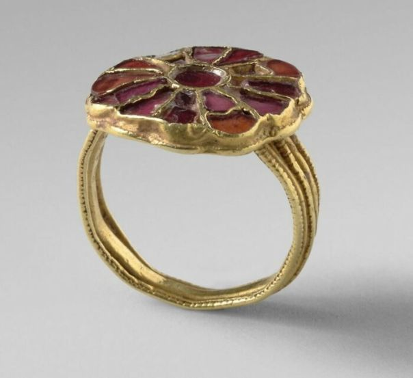Merovingian Ring From Herpes, In Cloisonne Goldsmith's Work By Anonymous (Around 480 - 630)