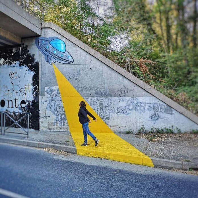 Атака!!!  Création Avant I Expo Commune À Dardilly Avec @ cart1one @donmateo_ @petitepoissone Le 12 Octobre .. #oakoak #ufo #ovni #yellow #streetart #urban #flyingsaucer #soucoupe #fun #yellow #attack #enlevement #art #fun #urbanintervention # urbain #dardilly