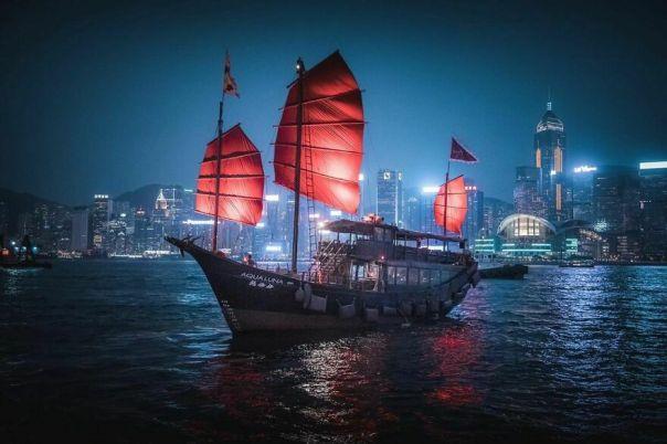 Aqua Luna, Hong Kong