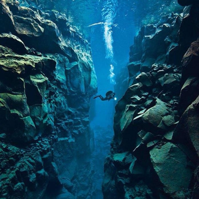 Исландия - единственное место в мире, где можно плавать между двумя тектоническими плитами
