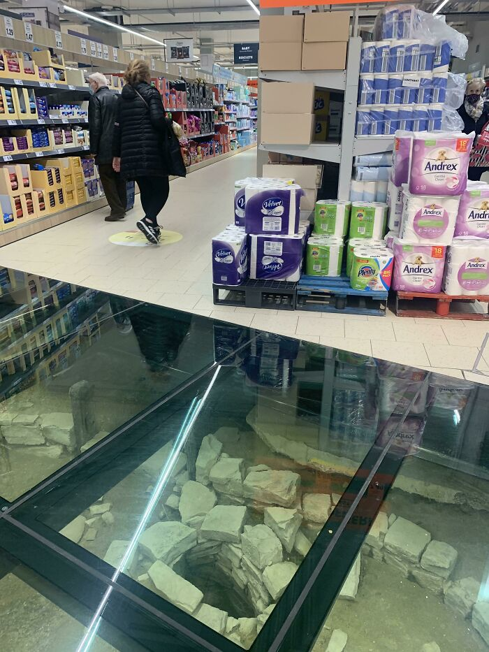 Dublin: An 11th Century Viking Well And Stone Under A Local Shop