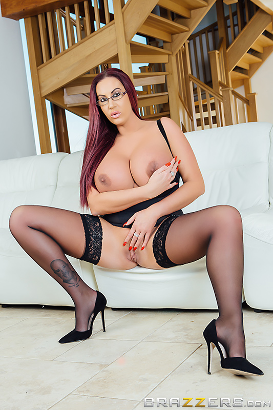 Emma Butt - Brazzers - Mommy Got Boobs - Hold The Phone, Not The Moan