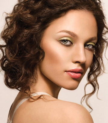 I love the bold green eyes. It is simply gorgeous! gold anf green