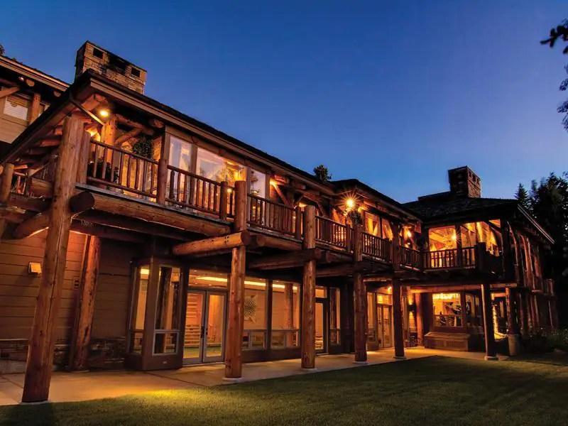 Former presidential candidate Jon Huntsman's billionaire dad is trying to unload his Utah chalet for $44 million.