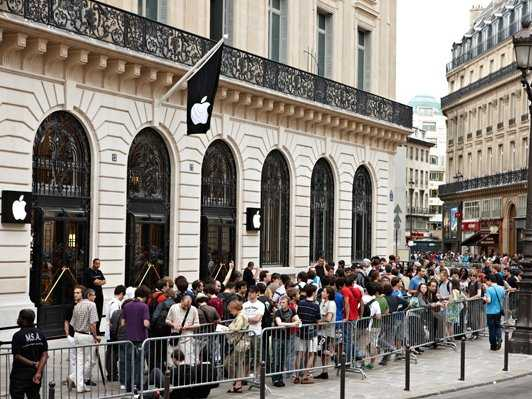 Apple s Paris store hit by New Year s Eve raid   Business Insider Apple The Apple shop in Paris s Opera district was robbed by armed  masked  men on New Year s Eve  under the noses of riot police patrolling the nearby