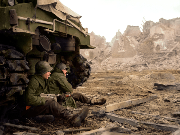 This rare colorized WW2 photo of US troops takes you to ...