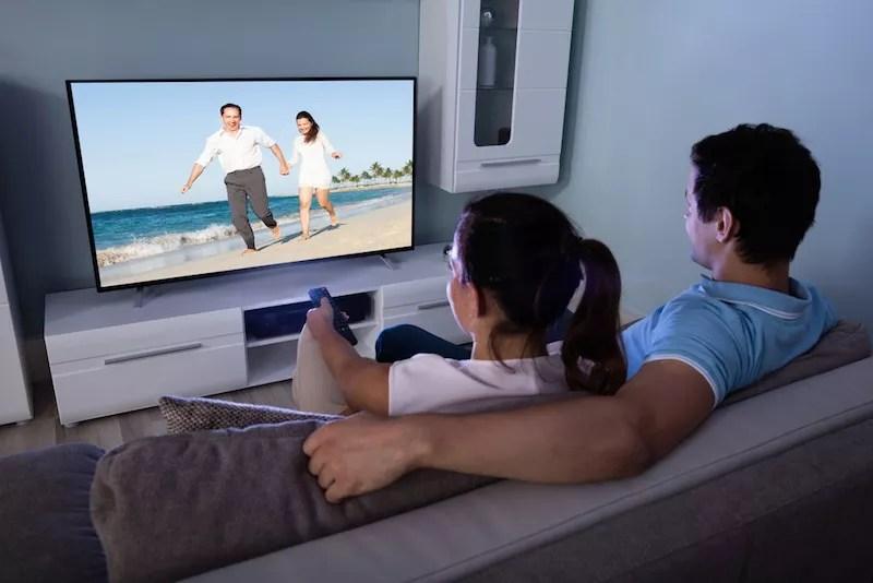 regarder la TV le soir