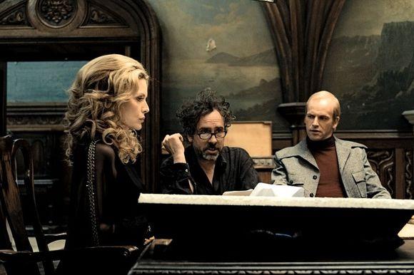 Michelle Pfeiffer, Jonny Lee Miller, Tim Burton în Dark Shadows