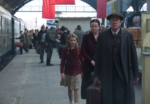 Geoffrey Rush, Emily Watson,  Sophie Nélisse în The Book Thief