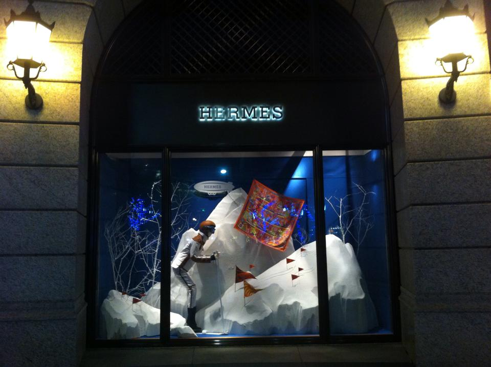 e Hermes glass display designed by Musee's company, A&M Creative Consulting.