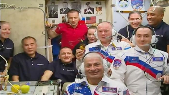 10-乘员-ISS-Zvezda-Service-Module.jpg