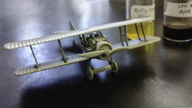 Model-Airplane-Assembled-With-Silk-Based-Glue-777x437.jpg