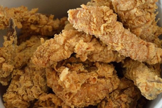 800px-KFC_-_Pressure-fried_Chicken_-_Kolkata_2013-02-08_4439.jpg