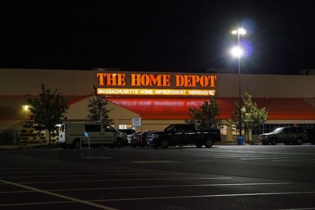 1599px-Home_Depot,_Saugus.jpg