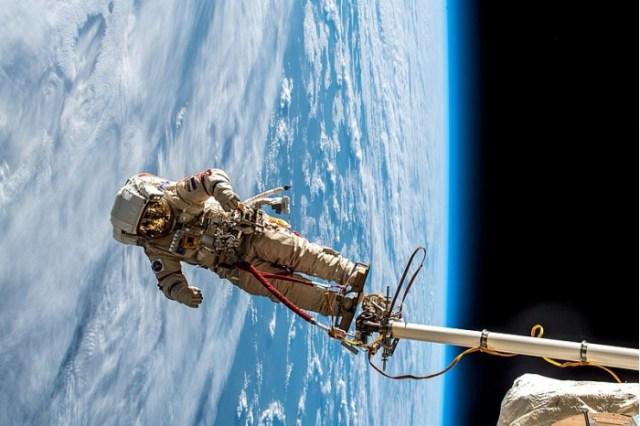 Russian_spacewalk_(31359866037).jpg