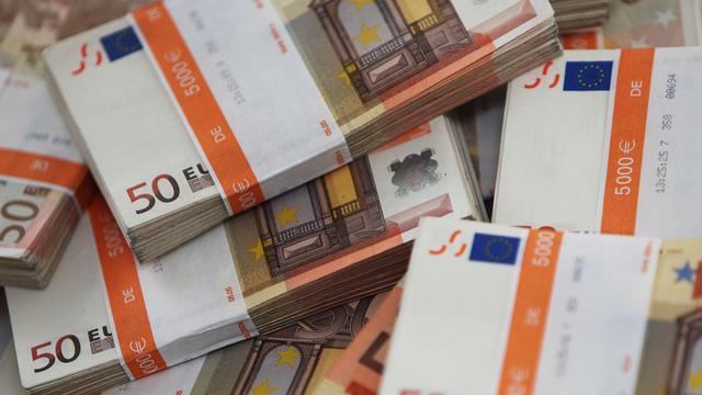 ils trouvent 180 000 euros dans une commode achetee sur le bon coin cnews