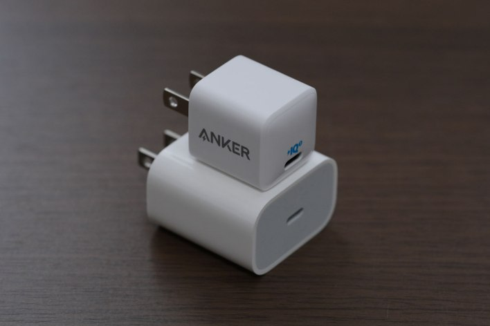 Anker PowerPort 3 Nano 20W Review! Amazingly Small, Powerful Lightweight USB-C Power Adapter 13