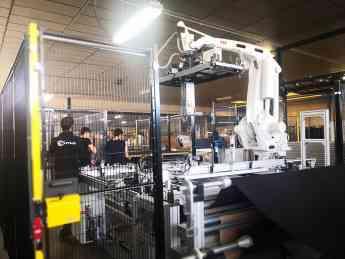 Probot presenta en la feria INTERZUM, una solución única en robótica para el sector del descanso y tapizado