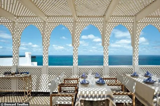 Soleil tamisé sur cette terrasse à Tanger
