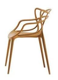 """Hommage très symbolique, la chaise """"Masters"""", éditée chez Kartell, a été créée par Philippe Starck et Eugeni Quitllet. Elle fond les assises de trois best-sellers en une (139 €, Kartell)"""