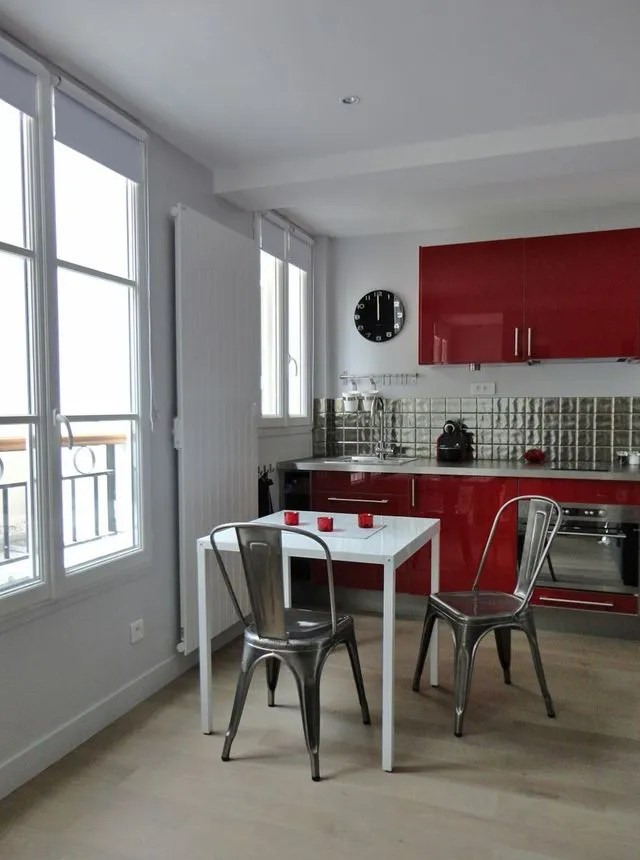 une petite cuisine ouverte sur la salle a manger architecte charlotte soissons lenormand et la