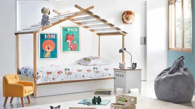 un lit cabane deco pour enfant malicieux