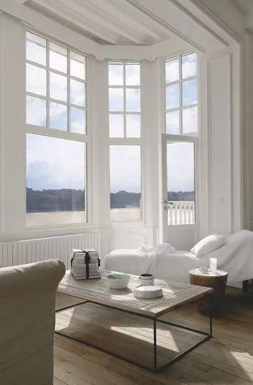 Salon Tout De Blanc Vtu Dans Le Bow Window Face La Mer