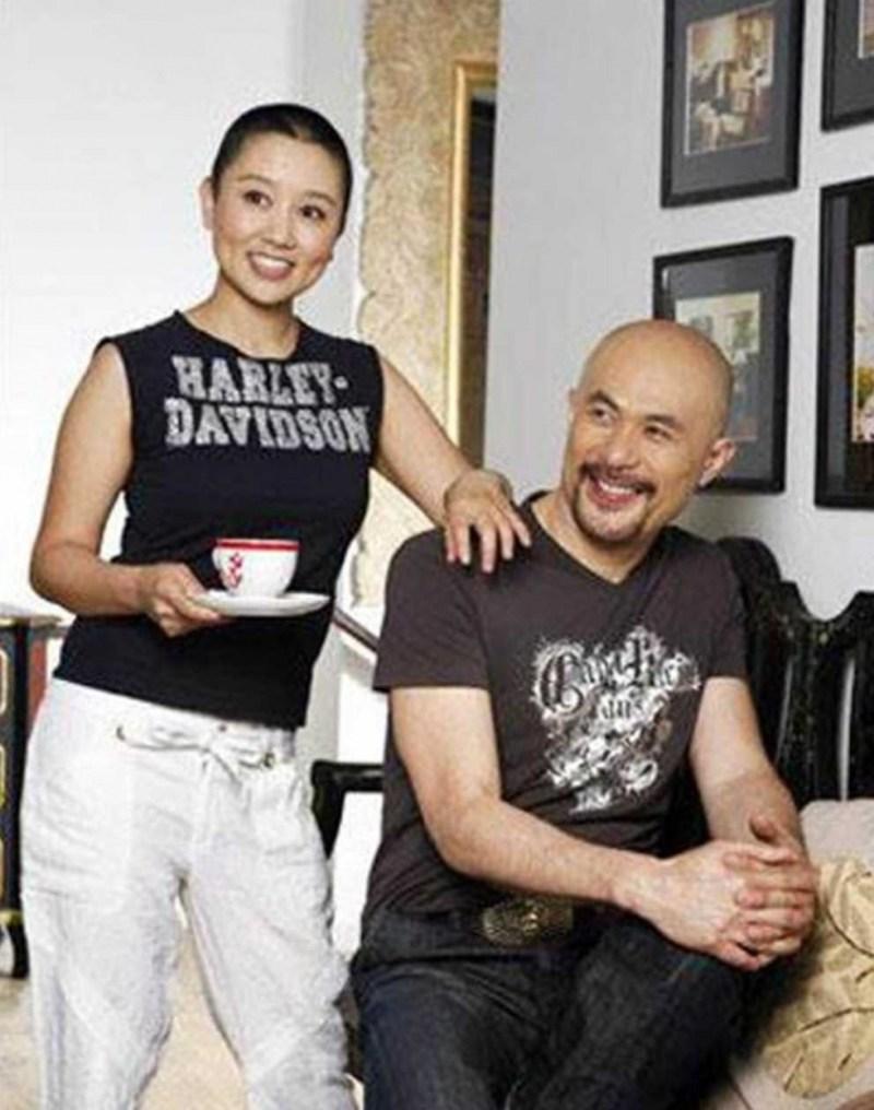 徐锦江和尹祝平已经走过了20年,他们仍然像胶水。  (图片/翻转来自微博)
