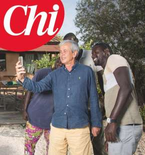 CHICCO TESTA CON I PROFUGHI NELLA SUA CASA DI CAPALBIO