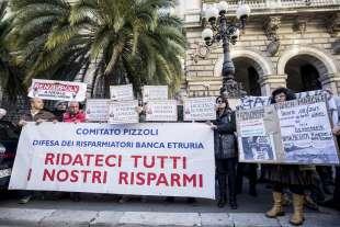 protesta dei risparmiatori davanti a bankitalia 6