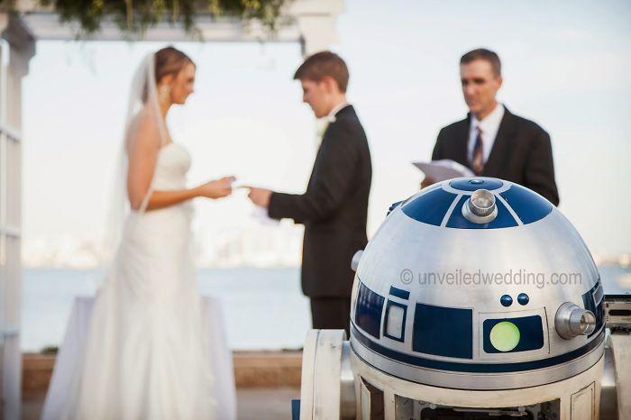 5df743d2ab7fa star wars wedding cory carrie shields 2 5df202be46467  700 - Casal teve um casamento com o tema Star Wars
