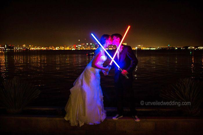 5df743d3daf37 star wars wedding cory carrie shields 7 5df202ca6869a  700 - Casal teve um casamento com o tema Star Wars