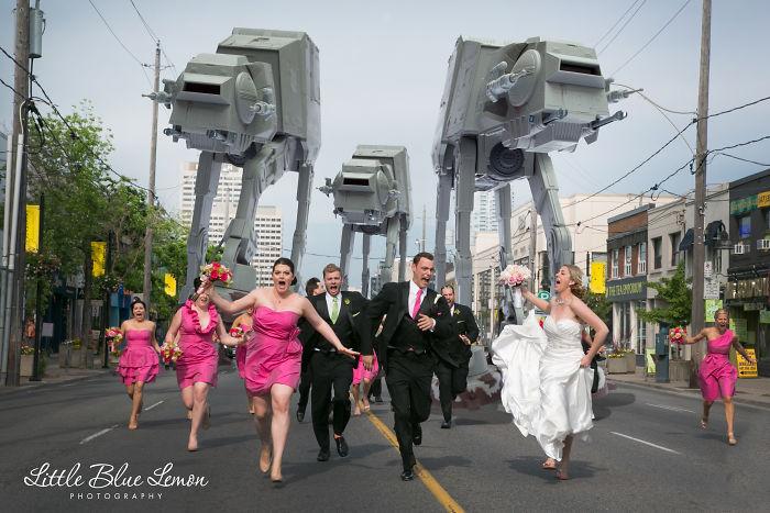 5df743d77901a star wars wedding cory carrie shields 5df23212cce79  700 - Casal teve um casamento com o tema Star Wars