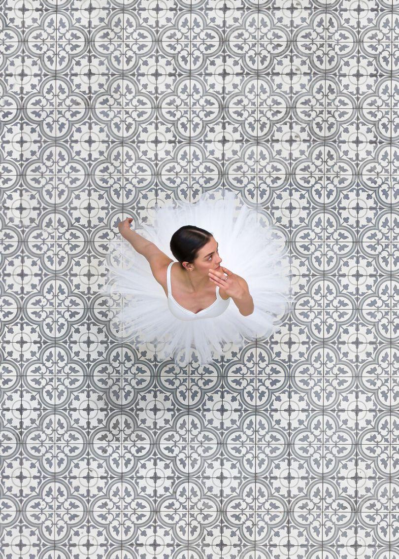 5fa8f916caecb EB 2 12 5f9e0a32090f1  880 - 12 fotos hipnotizantes de bailarinas vistas de cima, capturadas por Brad Walls