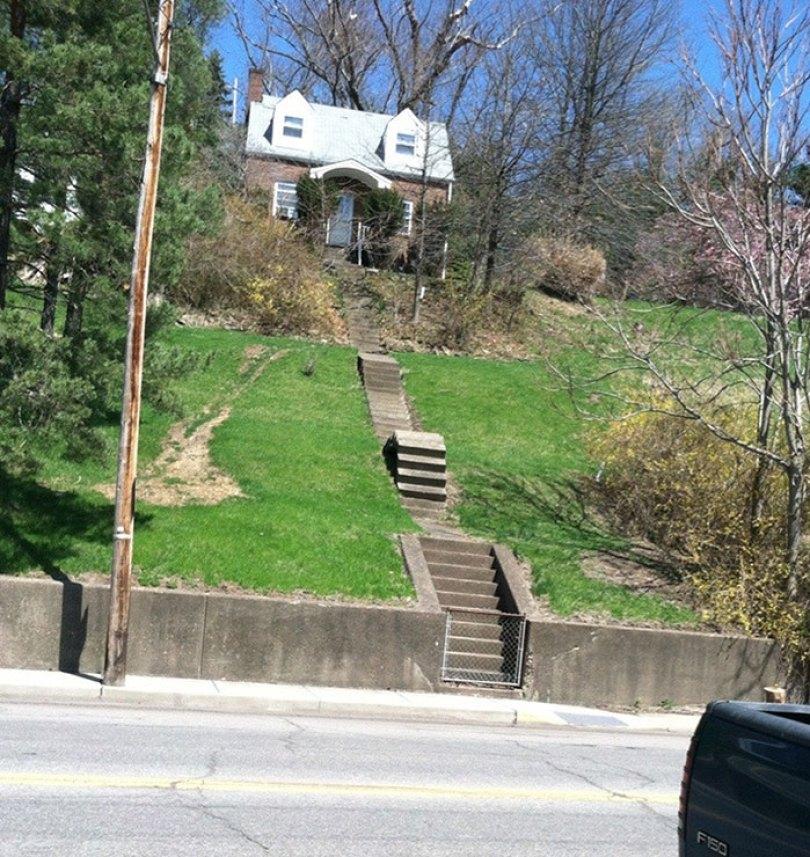 60618dc699c6d funny stair design fails 213 60534e39481c3  700 - Escadas ainda são o grande dilema dos arquitetos
