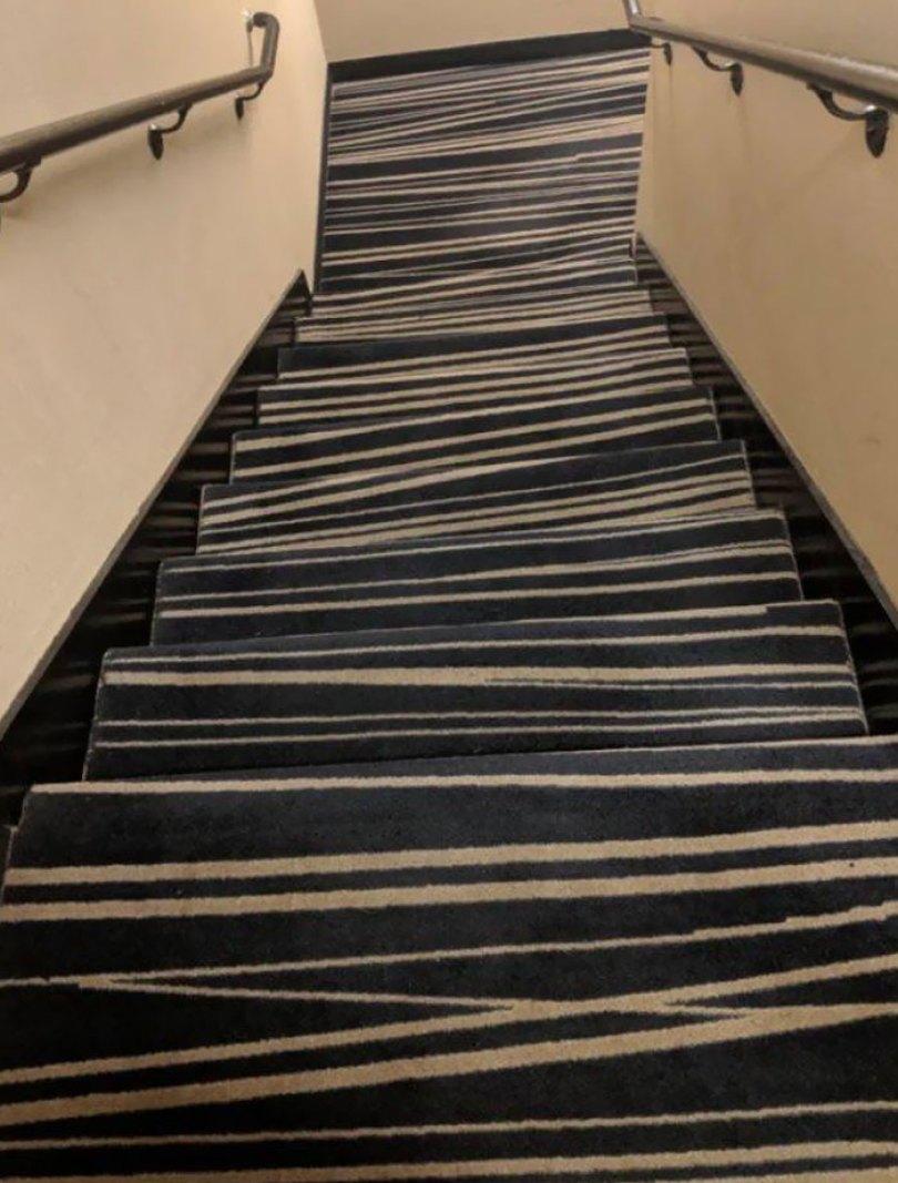 60618dc70a6da funny stair design fails 9 605229d116ca3  700 - Escadas ainda são o grande dilema dos arquitetos