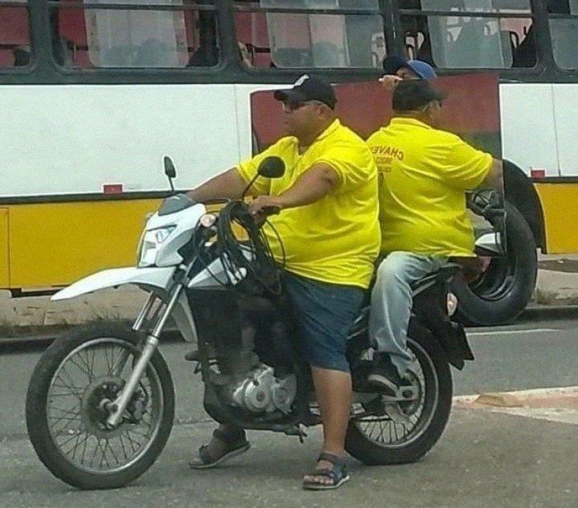 """610a3ad7da0aa bad drivers funny pics 139 60feb66017515  700 - Fotos revelam como muitos motoristas são """"vida loka"""" ou simplesmente sem noção"""