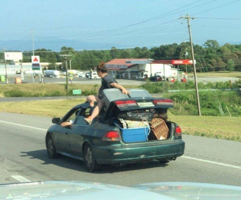 """610a3ad920b4c bad drivers funny pics 152 60feb97fa873f  700 - Fotos revelam como muitos motoristas são """"vida loka"""" ou simplesmente sem noção"""