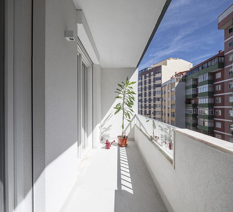 paulo moreira creates a contemporary living space in 1980s residential building