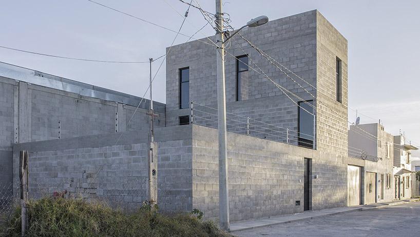 omar lópez bautista designs casa guadalupe as an inhabitable monolith