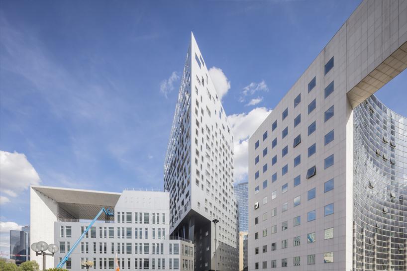 louis-paillard-architecte-skylight-tower-apartments-la-defense-paris-france-08-30-2019-designboom