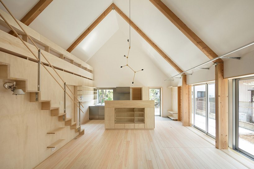 mio tachibana architects completes 'hinge' house with a gable roof & paulownia wood